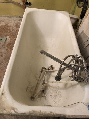 Ванная чугунная, умывальник, вентилятор