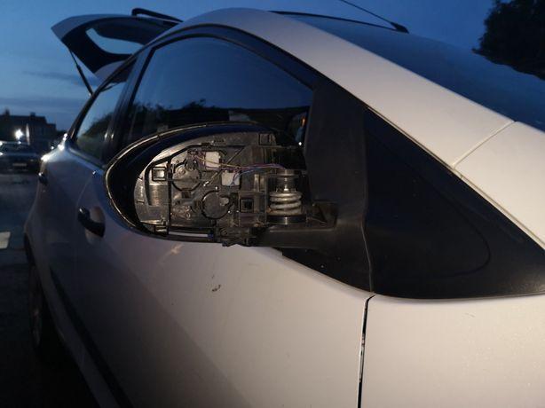 Продам праве дзеркало до Mazda 2 DE