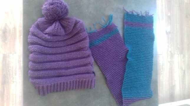 zestaw zimowy fioletowa czapka oraz szalik robiony na drutach 10zł