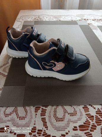 Продам кросівки 24р для дівчинки