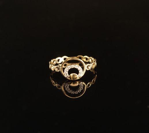 Złoto 585 - złoty pierścionek z cyrkoniami. Rozmiar 16
