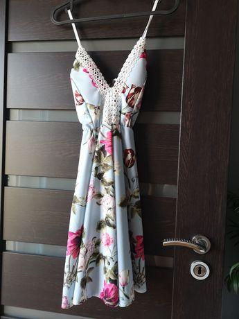 Sukienka w kwiaty kobieca
