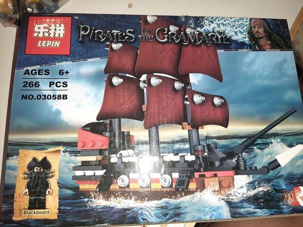 Конструктор  Лего Пиратский корабль
