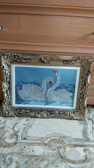 Продам картину вышывка бисером 2 лебедя 27×18