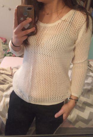 Kremowy sweterek z dziurkami