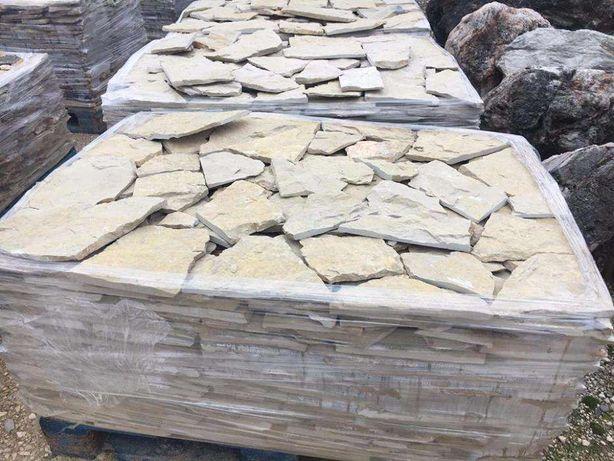 pedra castanha serrada trás
