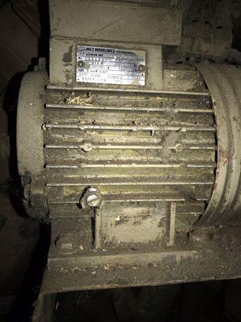Двигатель асинхронний