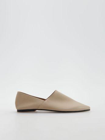 Reserved бежеві балетки туфлі мокасини мюли