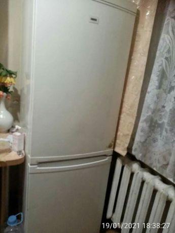 Срочно продам холодильник Zanussi RB334W