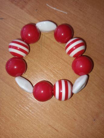 Czerwono biała bransoletka numer.23
