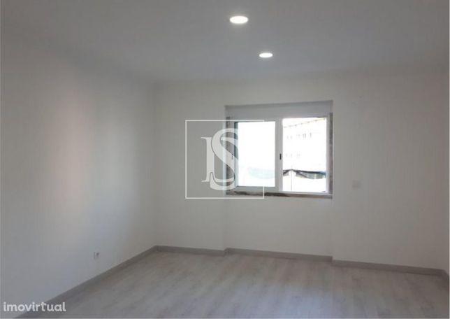 Apartamento T3 em Mem Martins