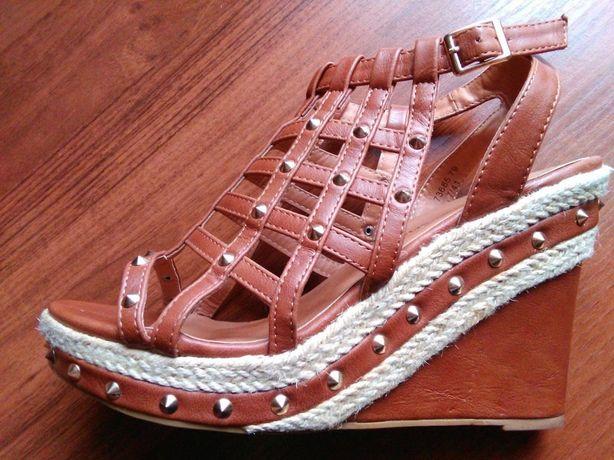 Brązowe buty, sandały na koturnie ćwiekami, rozmiar 41 Atmosphere