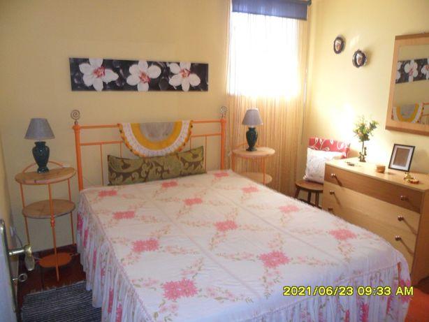 Apartamento T0 mobilado - Parceiros, Leiria