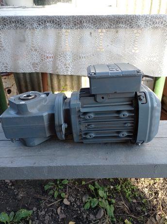 Мотор-редуктор SEW-EURODRIVE 0.55Kw 1360 об./