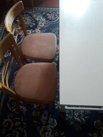 Стол и 4 стулья для кухни