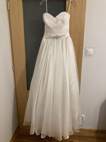 Piękna suknia ślubna księżniczka z trenem
