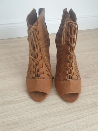 Buty sznurowane stradivarius