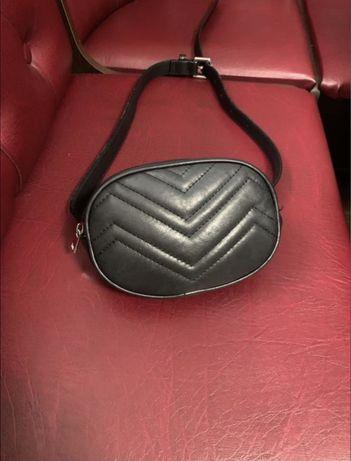 Кожанная женская сумка на пояс