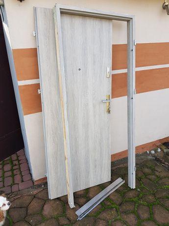 Drzwi wewnatrzklatkowe 80 prawe