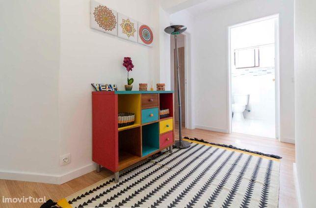 Quarto Mobilado em apartamento Remodelado, junto á estação de Benfica