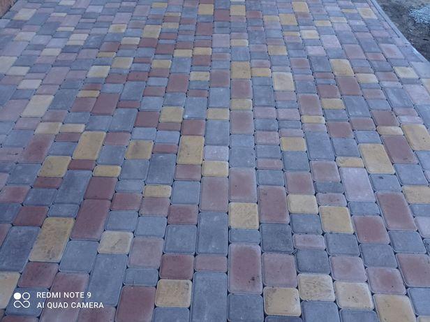 Професійна бригада по укладанні тротуарної плитки
