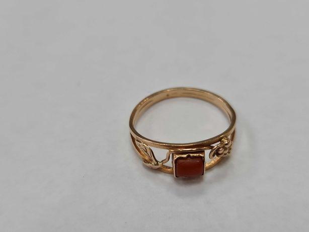 Wiekowy złoty pierścionek damski/ 585/ 1.82 gram/ R14/ Koral