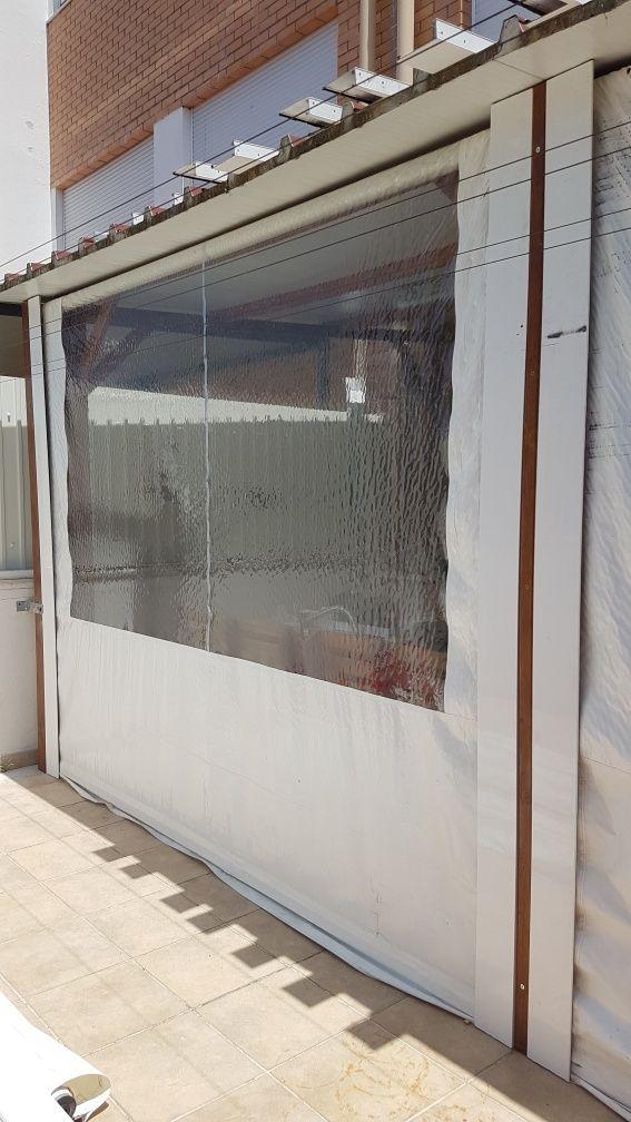 RESERVADOS Toldo vertical branco com janela/ mica transparente