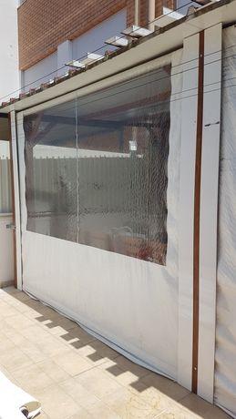 Toldo vertical branco com janela/ mica transparente