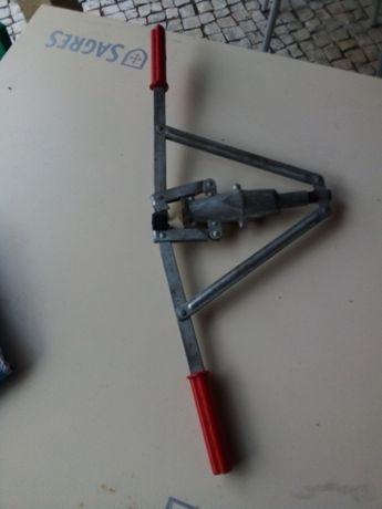 Máquina de colocar rolhas manual