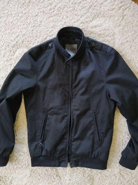 Курточка Burton. Розмір ХS. Тонка . Колір -насичено чорний.
