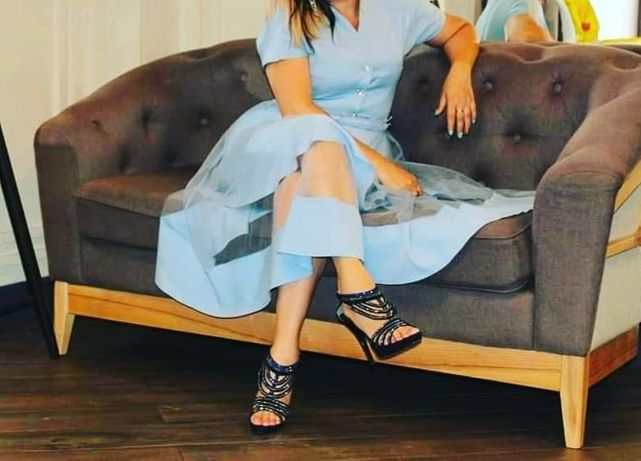 Красивое голубое платье на праздник