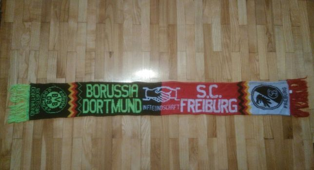 szalik zgodowy SC Freiburg : Borussia Dortmund