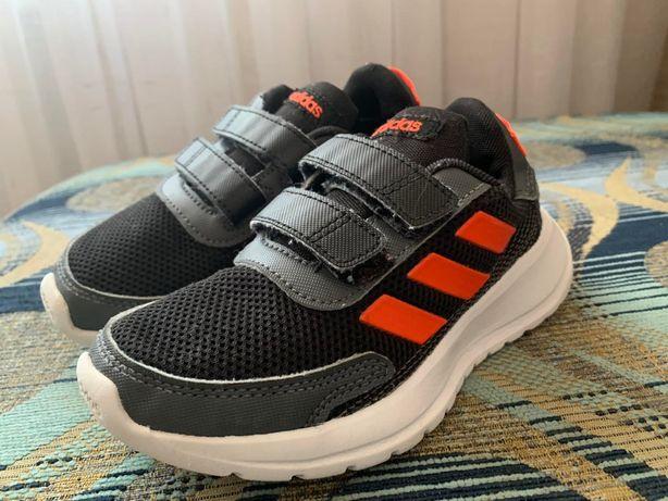 Кроссовки Adidas для мальчика. Весна-осень. 30-й размер.