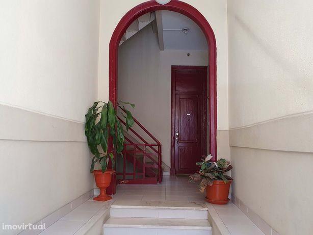 Apartamento T2  para remodelação