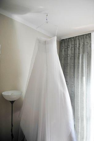 Piękna suknia ślubna CLASSA S długi tren