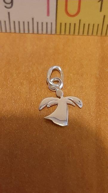 Srebrny wisiorek 925 - mały aniołek w szatce