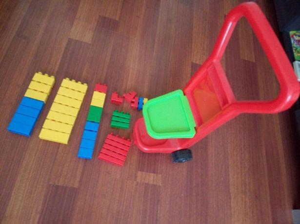 Тачка с конструктором как новый крупный конструктор для малышей