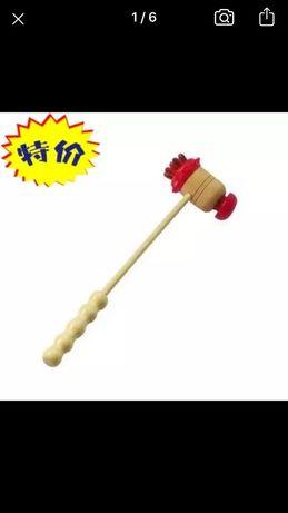 Massageador de martelo feito madeira