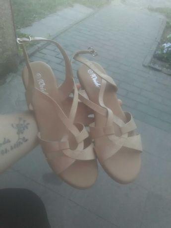 Sandałki . Beżowe