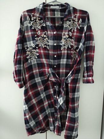 Sukienka w kratę z haftem haft 34 Reserved