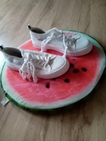 Ładne buty białe