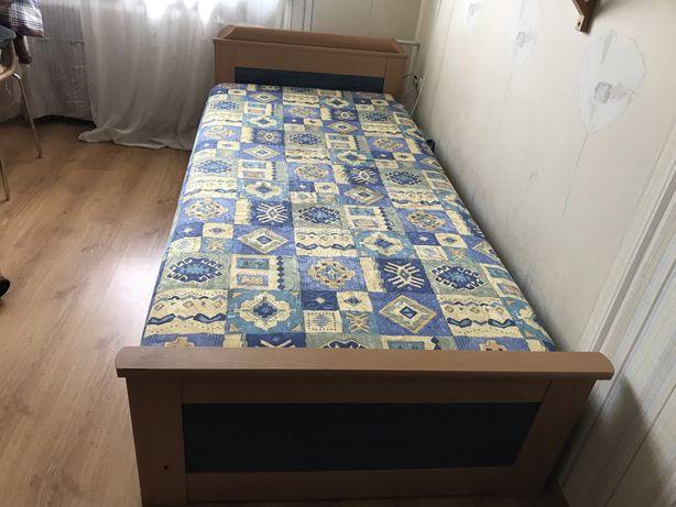Łóżko jednoosobowe z materacem, stan bdb