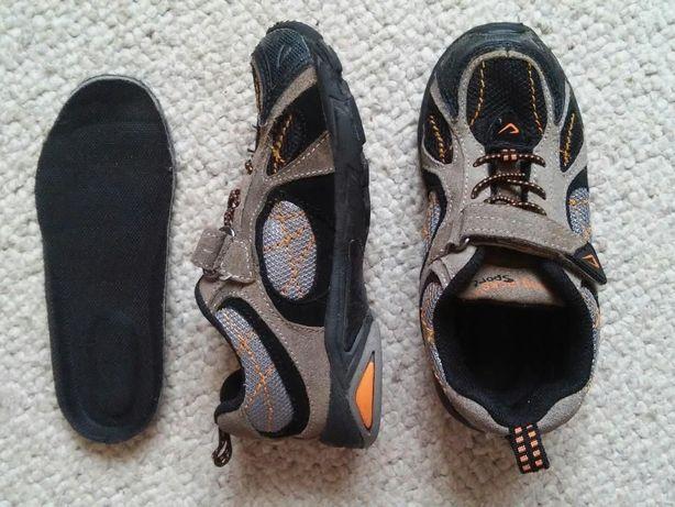 Jumping Jacks легенькі зручні кросівки. Дві пари різного розміру.