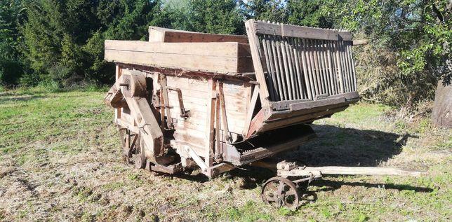 Stara drewniana młocarnia