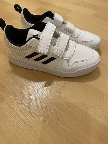 Кроссовки  adidas Tensaur для подростков на липучках 35 размер