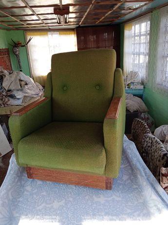 Продам добротное кресло для гостиной.
