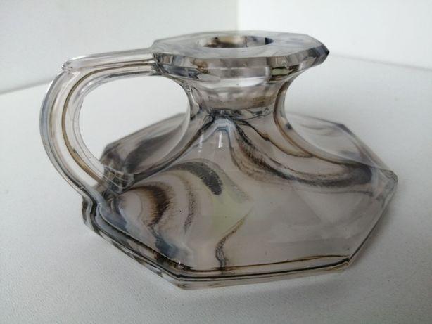 Szklany świecznik z uchwytrm