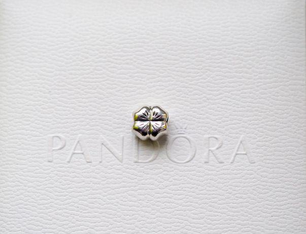Pandora charms Koniczyna