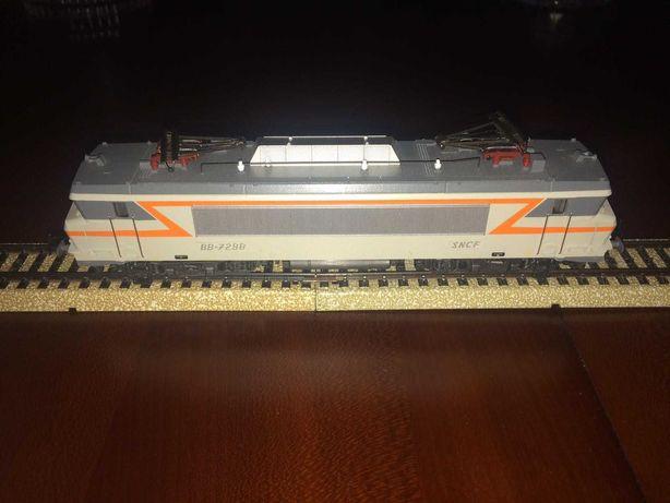 Locomotiva Marklin SNCF BB 7298 - semelhante à do comboio Foguete