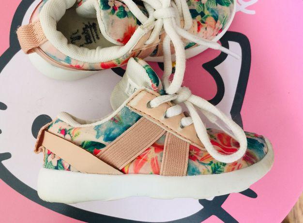 Дитячі кросівки Zara, дитячі тапочки, дитяче взуття, розмір 19